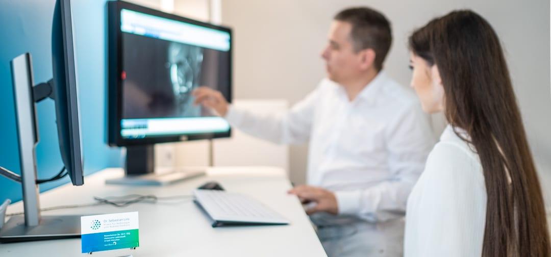 Dr. Sebastian Lins - Besprechung mit Patient