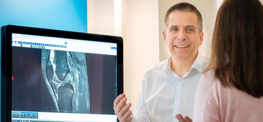 Dr. Sebastian Lins - Radiologe in München - Patientengespräch